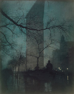 The Daily News Building in a photograph of 1904, taken by Edward Steichen